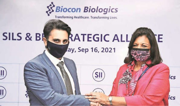 L to R – Adar Poonawala of Serum Instittute of India and Krian Mazumdar Shaw announce an alliance to develop and distribute vaccines and drugs for infectious diseases on 16 September 2021 Photo Indian Express